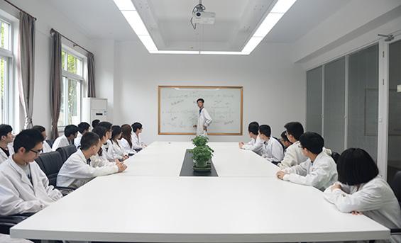 上海哲华化工团队开会中